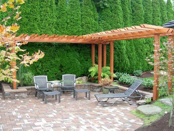Os pergolados para jardim em forma de esquina são uma outra opção de decoração.
