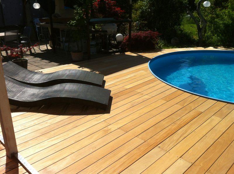 O acabamento da madeira garapeira proporciona aos decks um ambiente descontraído, mas agradável ao mesmo tempo!