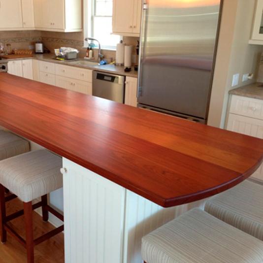 Bancada de madeira jatobá na cozinha