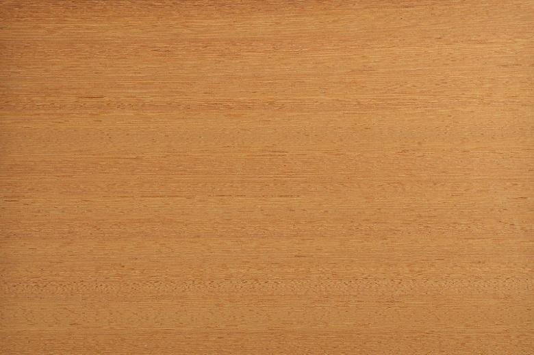 A madeira angelim-pedra tem coloração que varia da castanho-amarelada para a castanho-avermelhada!