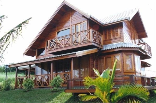 A madeira angelim-pedra garante muita sofisticação em projetos nos quais ela é a essência!