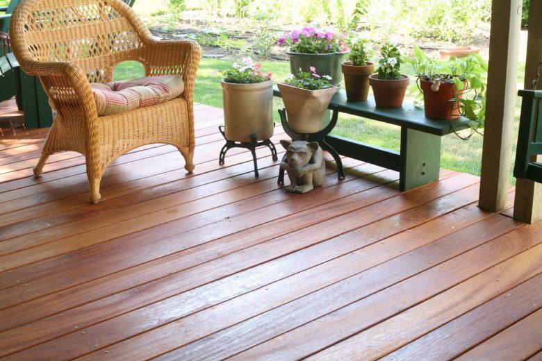 Veja lindo deck para jardim feito de angelim-pedra!