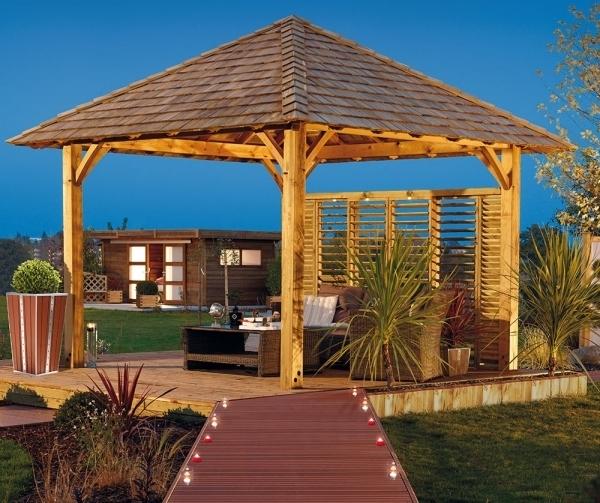 As telhas de madeira taubilha são uma ótima alternativa em relação à palha para a cobertura de quiosques e gazebos.
