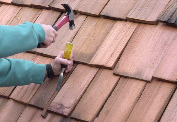 O uso de telha de madeira taubilha apresenta muitas vantagens, entre elas, a de fácil instalação.