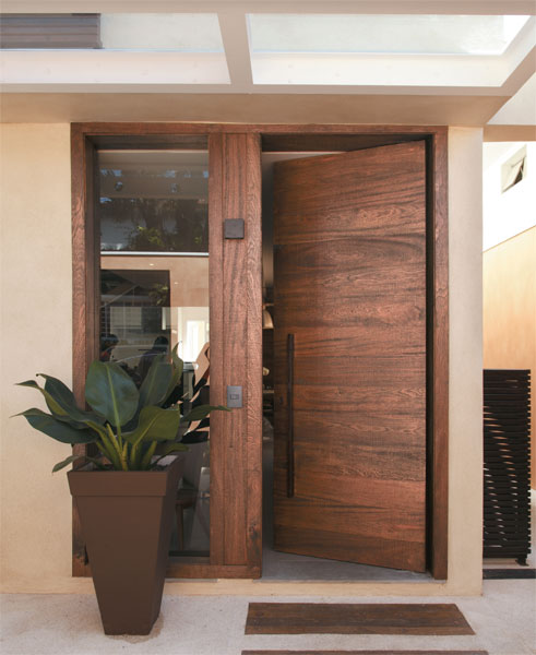 Devido suas características, a madeira angelim-pedra é bastante utilizada na fabricação de portas!