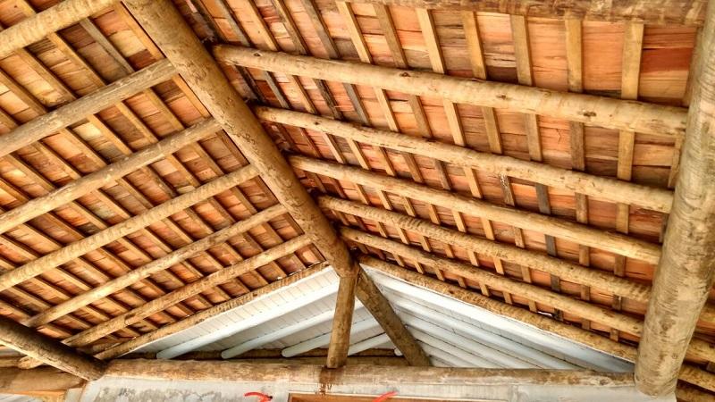 Há produtos disponíveis no mercado que proporcionam maior durabilidade a telha de madeira taubilha.