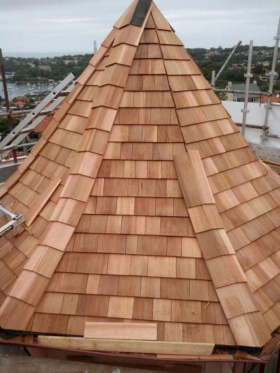 Cobertura de taubilha (telha de madeira) de Cedro.