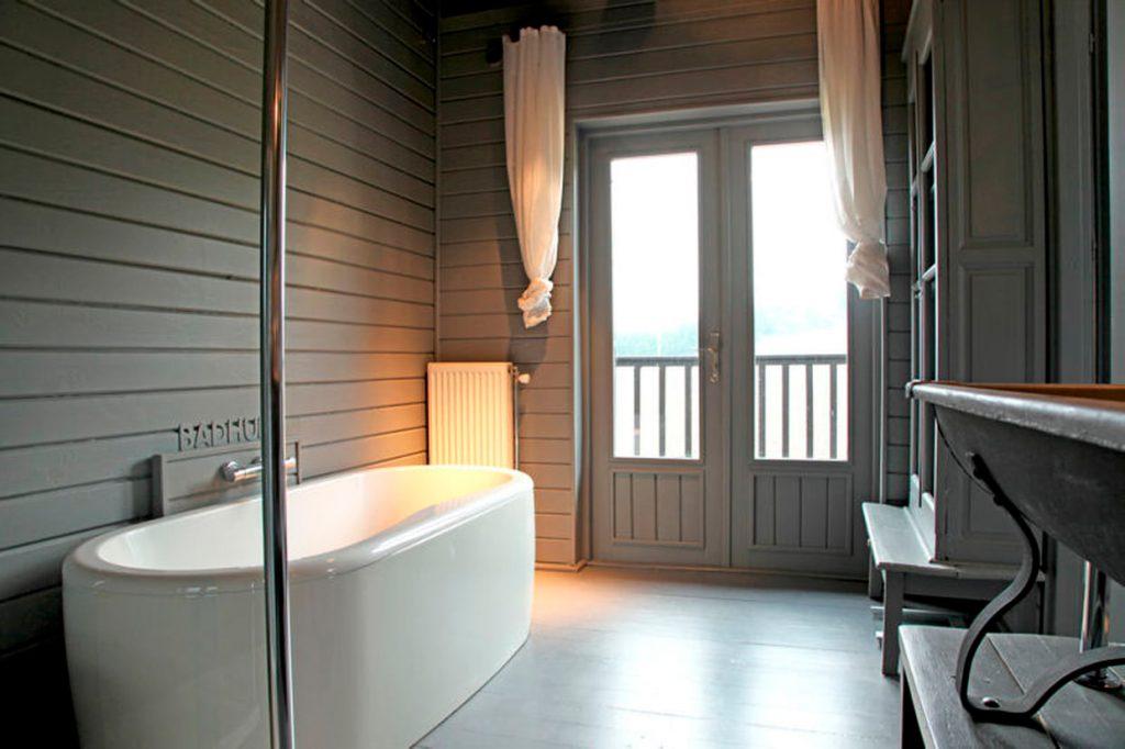 Banheiro Zen Com Decoração em Madeira