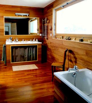 Banheiro Todo de Madeira