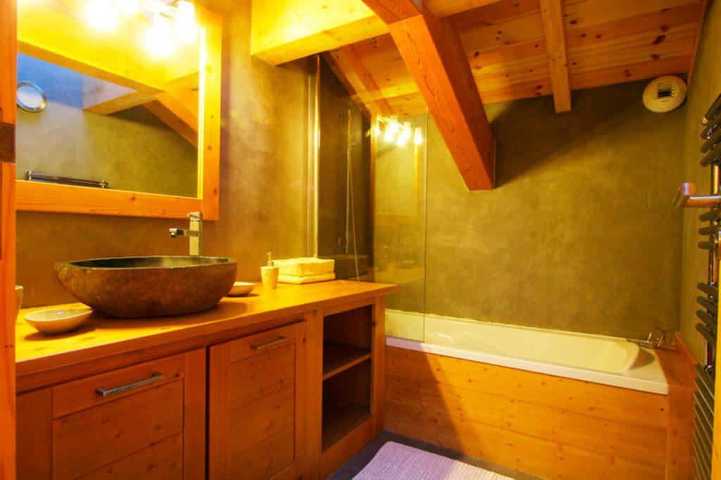 Banheiro de Madeira Com Cimento