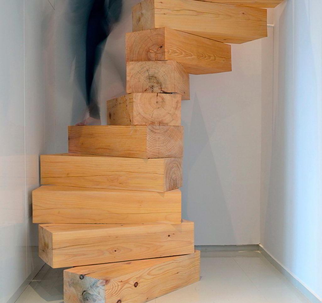 Escada de Madeira Caracol Reestilizada