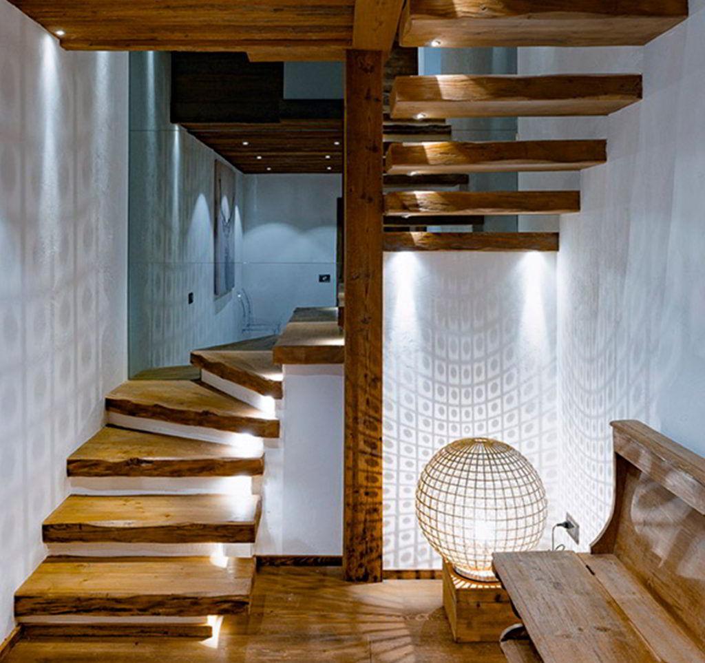 Escada Rústica de Madeira