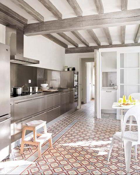 Cozinha Moderna - Vigas de Madeira Pintada