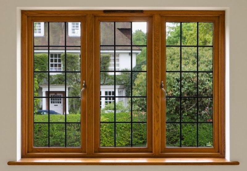 As janelas de madeira também podem ser combinadas com grades.