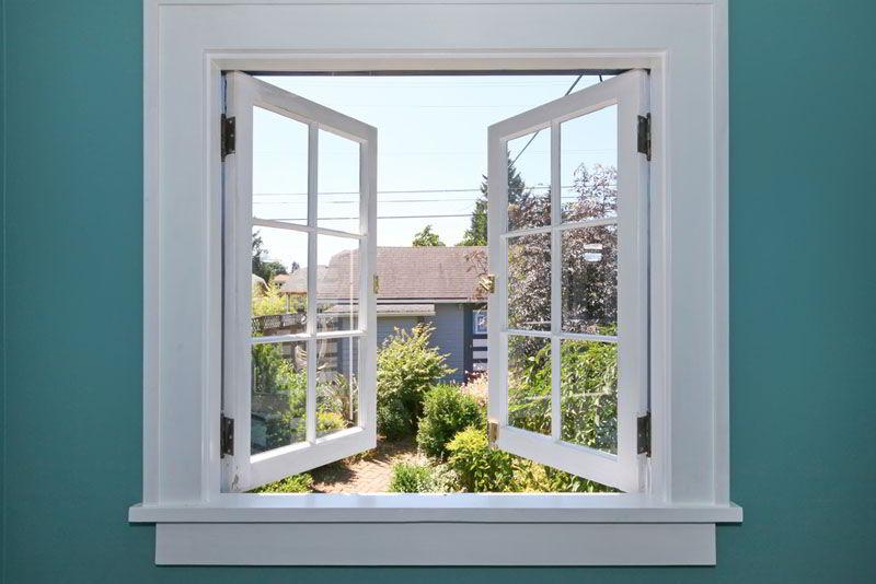 A janela de abrir é um modelo bastante tradicional e de fácil limpeza.