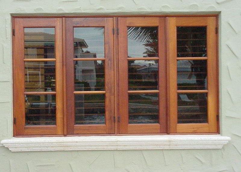 Para garantir um visual moderno e clean ao cômodo, aposte nas janelas de madeira com vidro!