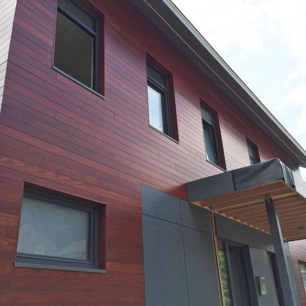 Duplex Com Fachada Toda de Madeira
