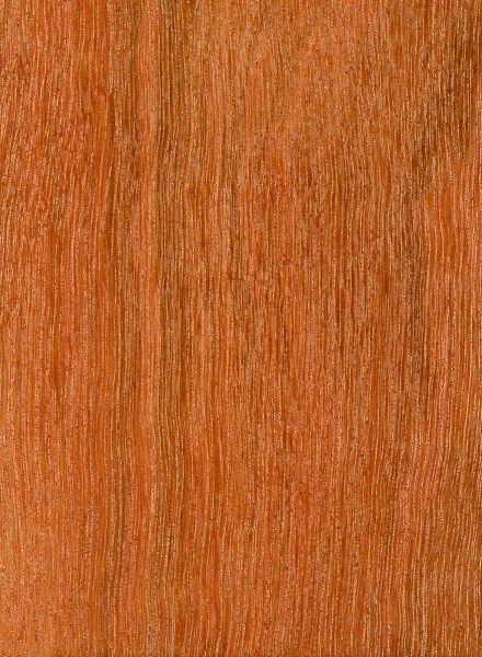 Veja como é a madeira massaranduba lixada e sem verniz.