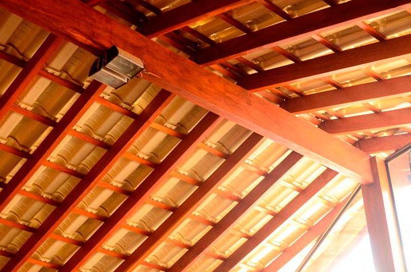 Belo telhado de madeira cupiúba