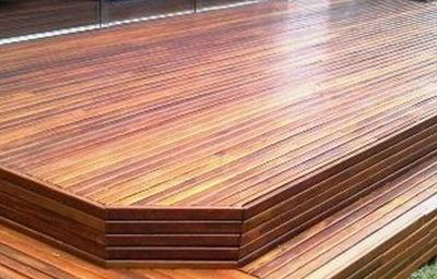 Deck de madeira cupiúba.