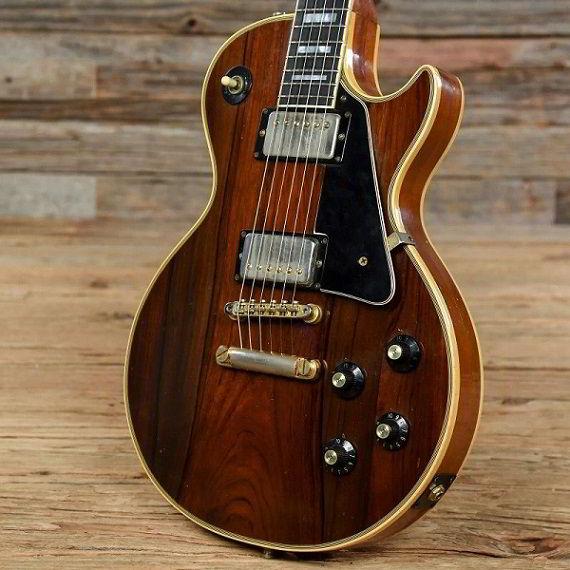 Guitarra feita de jacarandá-da-baía.
