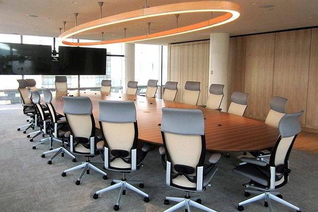 Mesa de reunião elegante feita de jequitibá!