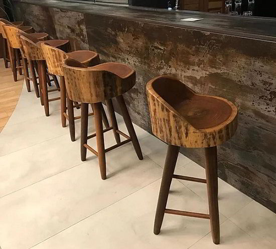 A madeira itaúba também combina com o estilo rústico.