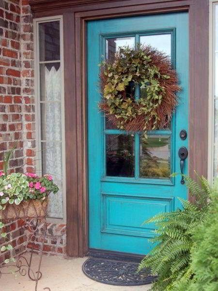Modelo de porta de madeira na cor azul.