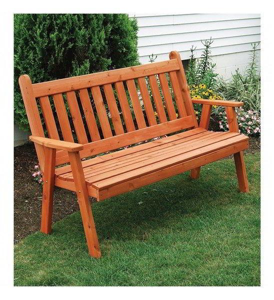 Uma ótima opção para seu jardim com madeira é apostar num banco externo.