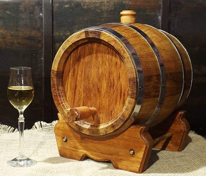 Barril de cachaça confeccionado com madeira umburana.