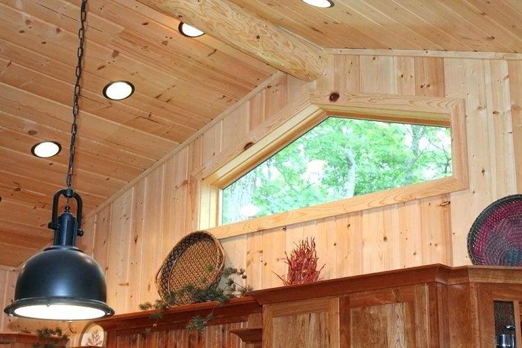 O pinus é muito utilizado na construção civil, como em forros e lambris.