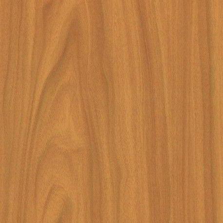 A madeira umburana possui cor castanho-amarelada-clara.