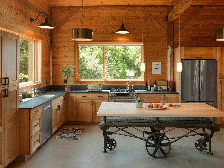 O preço da madeira pinus é mais acessível do que de outras madeiras disponíveis no mercado.
