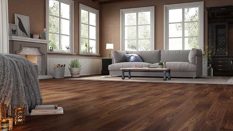 Belíssimo piso de madeira nogueira natural.