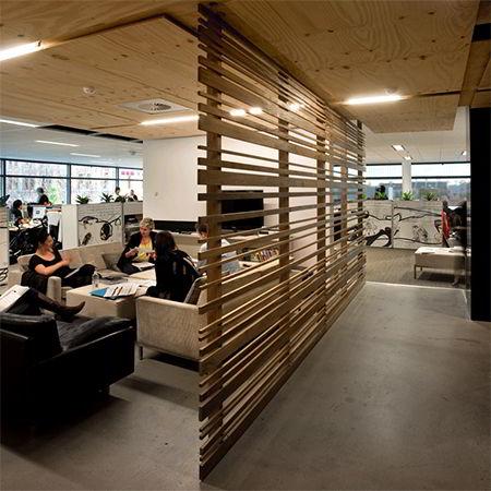 A treliça d emadeira pode ser usada como divisória entre ambientes.