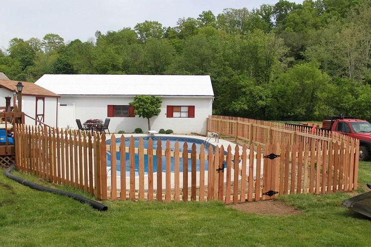 Cerca de madeira para piscina.