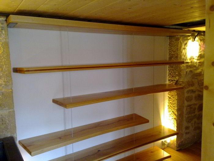Prateleiras de madeira tatajuba.