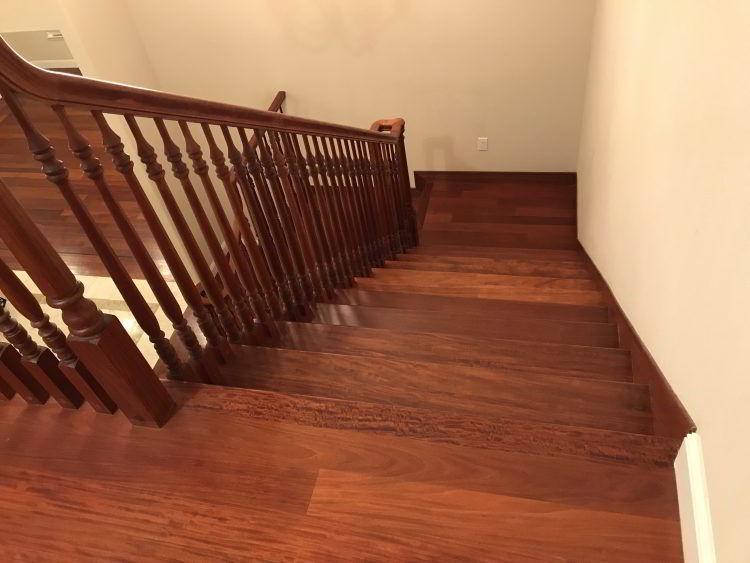 Escada de madeira cabreúva.