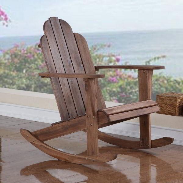 Cadeira de balanço de madeira marrom para deck e jardim.