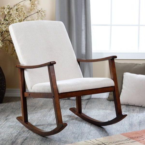 Cadeira de balanço de madeira nogueira com estofado de poliéster.