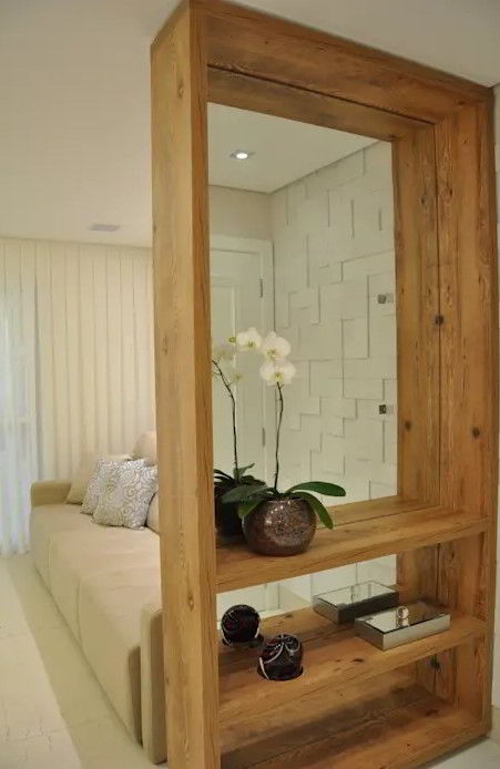 Divisória de madeira simples e prática para ambientes pequenos.