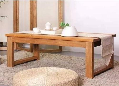Mesa de centro moderna de madeira goiabão.