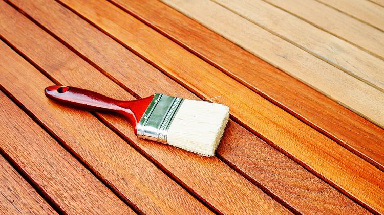Saber algumas coisas sobre verniz para madeira facilitará na hora da aplicação.