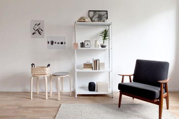 Espaços com poucos objetos é apreciado na decoração escandinava.