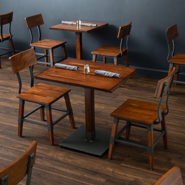 Mesas de madeira maciça nogueira.