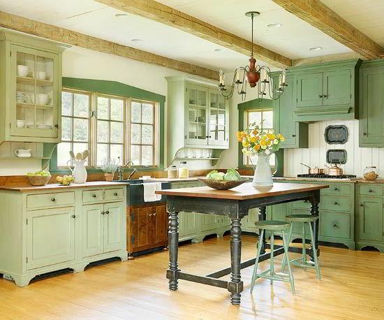 Cozinha com armários vintage feitos de madeira na cor verde musgo.
