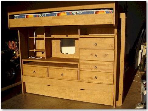 Beliche de madeira pinho com mesa embutida.