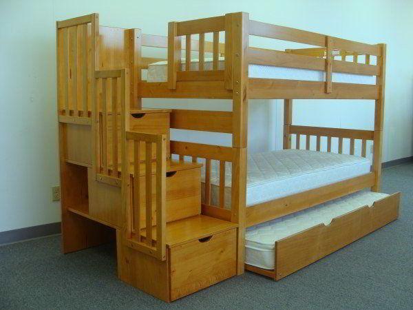 Beliche com escada criativa feito de madeira pinho.