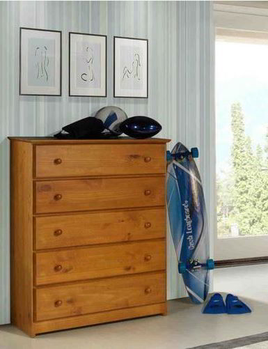 Cômoda para quarto feita de madeira de pinheiro-brasileiro com acabamento perfeito.