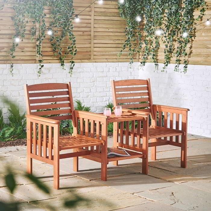 Bancos de madeira para jardim para dois.